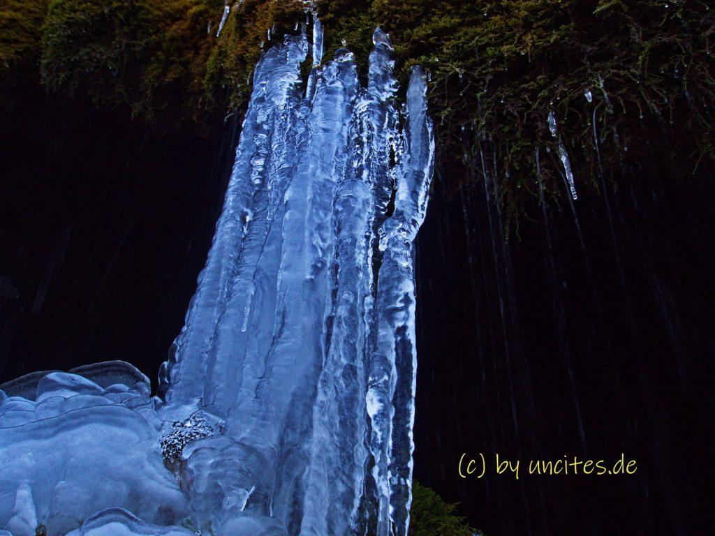 Nohner Wasserfall Wasserfall Dreimühlen vereist im Winter