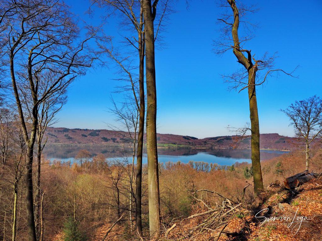 Blick über den Laacher See vom Höhenweg